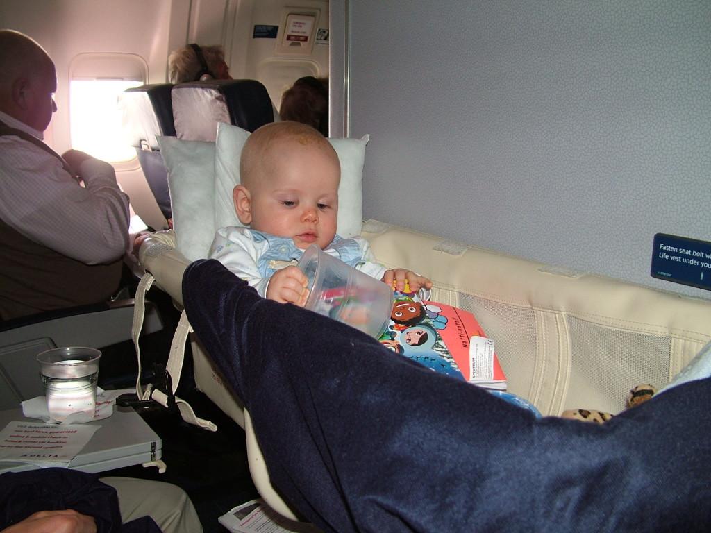Reisetips for familie med baby, barn, unger og ungdom. Gjør flyturen komfortabel