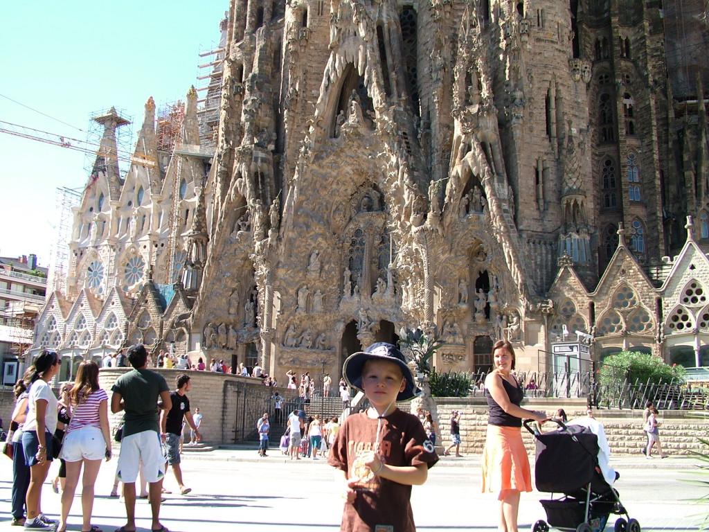 Sagrada Familia med Gaudi sin uttrykksmåte er meget spesiell. Kirken ble påbegynt for mange tiår siden og er fremdeles ikke ferdig