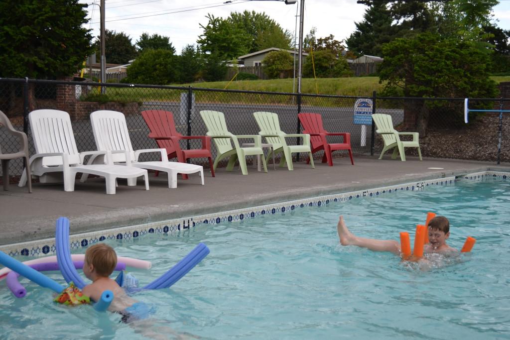 Reisetips for familier, barn og voksne - De fleste campingplasser har badebasseng. Her fra Portland, Oregan, USA
