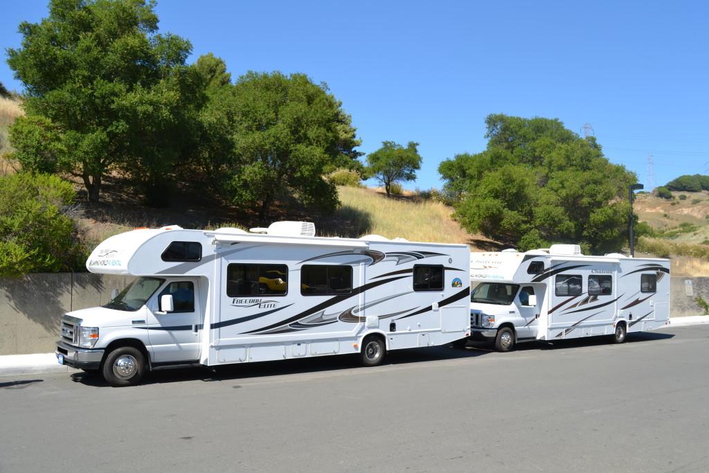 Reisetips for familier, barn og voksne - God plass i to biler til 5 store og 3 små i amerikansk bobil
