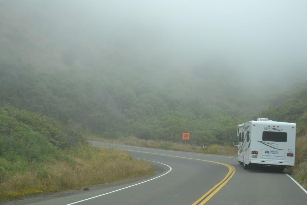 Reisetips for familier, barn og voksne - US101 nord har ofte tåke om morgenen. Bobil i USA
