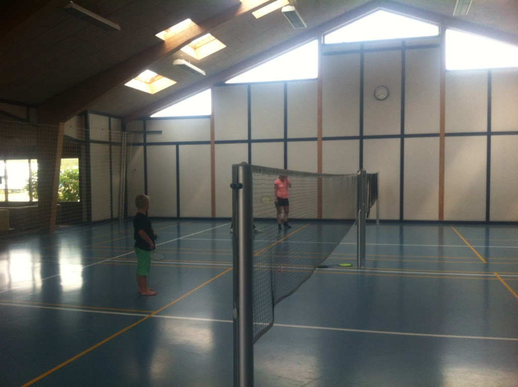 Reisetips for familie og barn er Jambo Feirepark - innendørs badminton baner