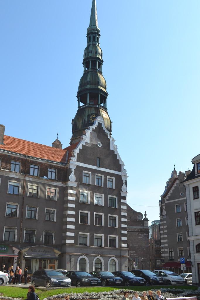 St. Peters kirken i gamlebyen i Riga. Et reisetips for helgetur til Latvia