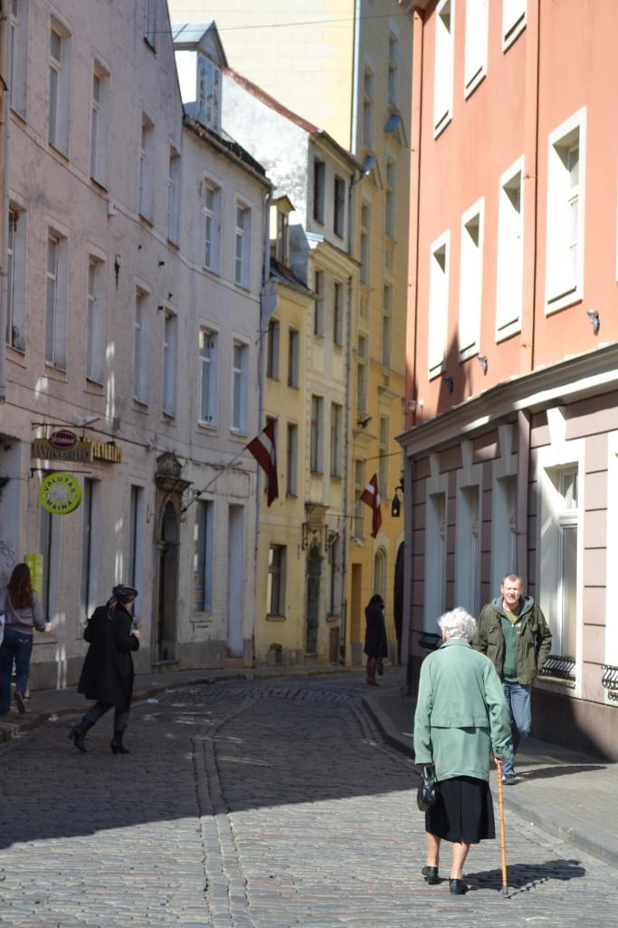 Gamlebyen i Riga med smale koselige gater må oppleves når du er på familie eller helgetur