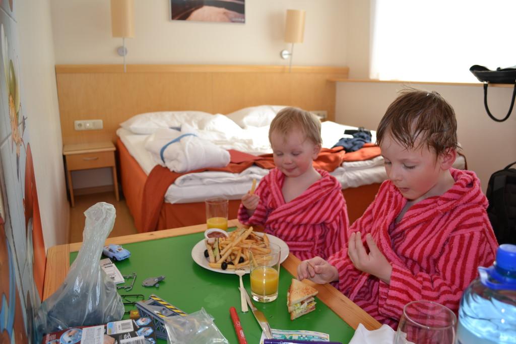 Hotel Latvia - med egne slåbroker til barn er et godt reisetips for deg som skal til Riga med barn og familie