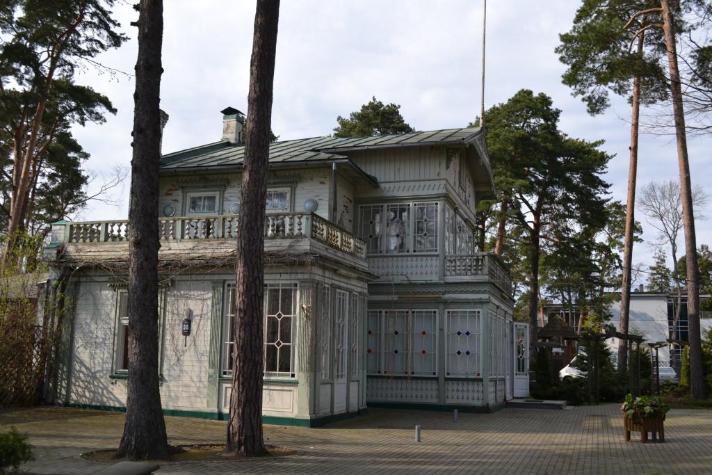 Jurmala med sine mange villaer finner du en kort biltur fra Riga