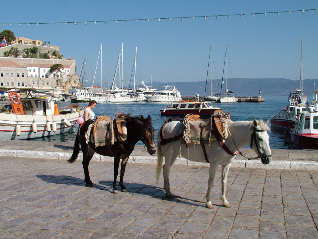 Reisetips Hellas Hydra øyhopping bilfri øy barnevennlig