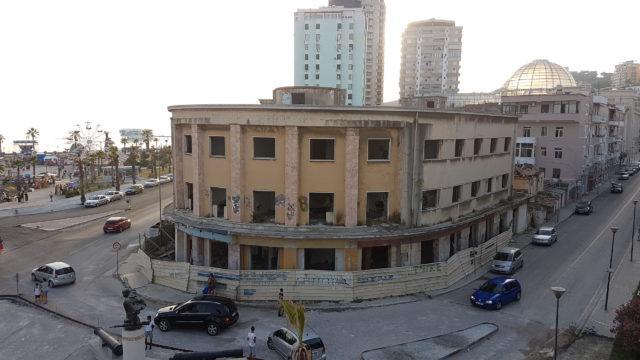 Jeg finner alltid noe interessant når jeg kommer til nye steder. Durres fungerer fint for besøk på en dag eller to, men ikke stort mer. Er du en litt mer kresen type er mitt reisetips at du bør unngå Durres. Reis heller videre sørover til Serande eller ta turen til Tirana.